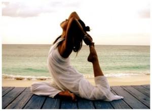 femme yoga plage repos sÈrÈnitÈ