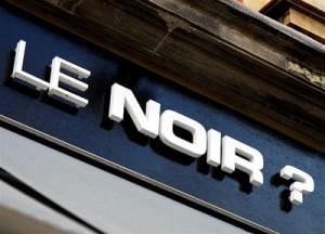 L'enseigne du restaurant Dans le noir, ‡ Paris